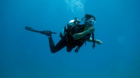 2015 Darwin Science Expedition - Day 2 - Getting in for the first dive